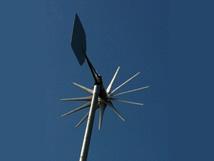 Eigenversorgung mit Strom und Wärme ist ein immer stärker werdendes Bedürfnis, da Preise für knapper werdende Rohstoffe ständig steigen. Wir haben hier eine kostengünstige Lösung für die Versorgung aus allen erneuerbaren Energien Sonne, Wind und Wasser.
